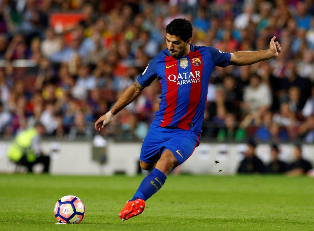 Football Soccer - Barcelona v Atletico Madrid - Spanish La Liga Santander - Camp Nou stadium, Barcelona, Spain - 21/09/16. Barcelona's Luis Suarez in action. REUTERS/Albert Gea  Picture Supplied by Action Images