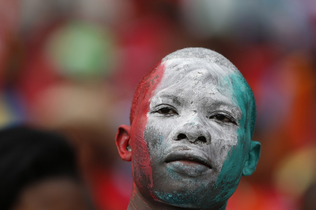 A fan waits for the opening match of the 2015 African Cup of Nations (AFCON 2015) soccer tournament in Bata January 17, 2015. REUTERS/Mike Hutchings (EQUATORIAL GUINEA - Tags: SPORT SOCCER)  Picture Supplied by Action Images