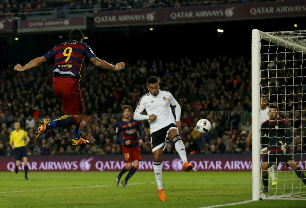 Football Soccer - Barcelona v Valencia- Spanish King's Cup semifinal - Camp Nou stadium, Barcelona - 3/2/16Barcelona's Luis Suarez heads a ball to score a goal against Valencia's goalkeeper Mathew Ryan and Ruben Vezo.  REUTERS/Albert Gea  Picture Supplied by Action Images
