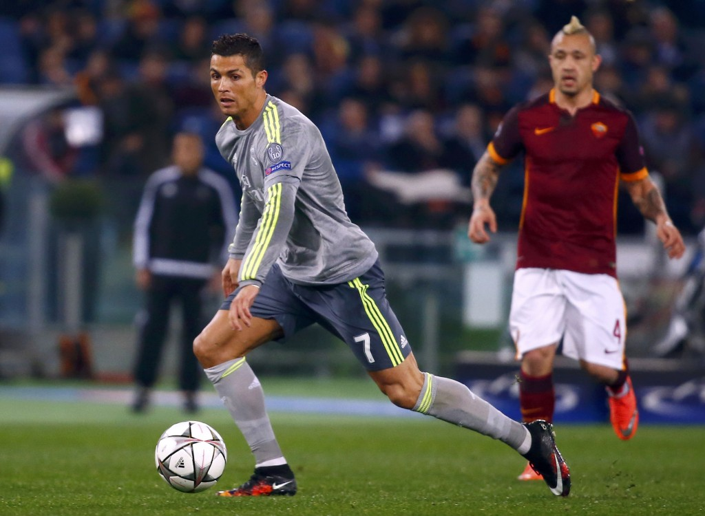 Football Soccer - AS Roma v Real Madrid - UEFA Champions League Round of 16 First Leg - Olympic stadium, Rome, Italy - 17/2/16 Real Madrid's Cristiano Ronaldo in action during the match against AS Roma.   REUTERS/Tony Gentile    Picture Supplied by Action Images