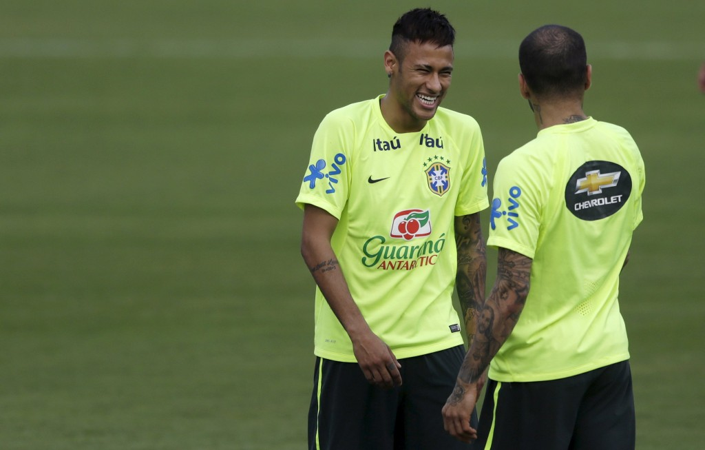 Football Soccer - Brazil training session - 2018 FIFA World Cup qualifiers matches- Teresopolis, Brazil- 22/3/16- Neymar (L) and Daniel Alves during a training session prior to 2018 FIFA World Cup qualifiers match against Uruguay at CBF training center. REUTERS/Ricardo Moraes  Picture Supplied by Action Images