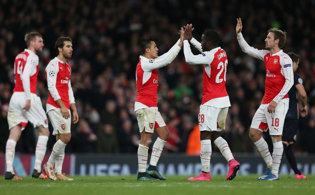 Football Soccer - Arsenal v Dinamo Zagreb - UEFA Champions League Group Stage - Group F - Emirates Stadium, London, England - 24/11/15 Alexis Sanchez celebrates with team mates after scoring the third goal for Arsenal Action Images via Reuters / Matthew Childs Livepic EDITORIAL USE ONLY.