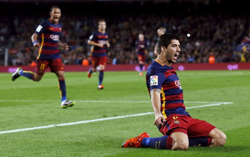 Barcelona's Luis Suarez (R) celebrates his third goal against Eibar during their Spanish first division soccer match at Camp Nou stadium in Barcelona, Spain, October 25, 2015. REUTERS/Albert Gea      TPX IMAGES OF THE DAY       Picture Supplied by Action Images