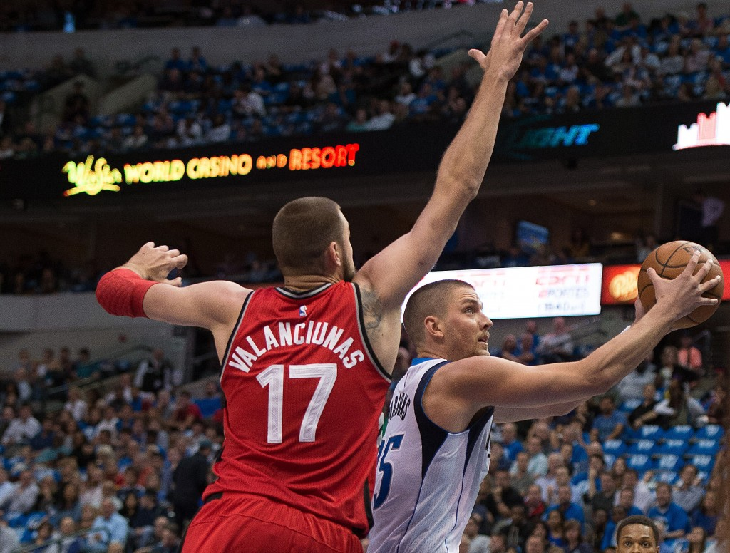 Nov 3, 2015; Dallas, TX, USA; Dallas Mavericks forward Chandler Parsons (25) drives to the basket past Toronto Raptors center Jonas Valanciunas (17) during the first quarter at the American Airlines Center. Mandatory Credit: Jerome Miron-USA TODAY Sports  / Reuters Picture Supplied by Action Images  (TAGS: Sport Basketball NBA) *** Local Caption *** 2015-11-04T020158Z_1409758023_NOCID_RTRMADP_3_NBA-TORONTO-RAPTORS-AT-DALLAS-MAVERICKS.JPG