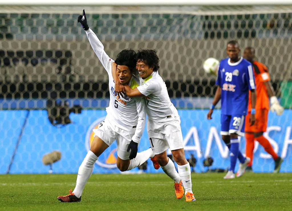 Kazuhiko Chiba (L) of Japan's Sanfrecce Hiroshima celebrates with team mate Hisato Sato after he scored against TP Mazembe of the Democratic Republic of Congo during their Club World Cup quarter-final soccer match in Osaka, western Japan, December 13, 2015. REUTERS/Thomas Peter  Picture Supplied by Action Images