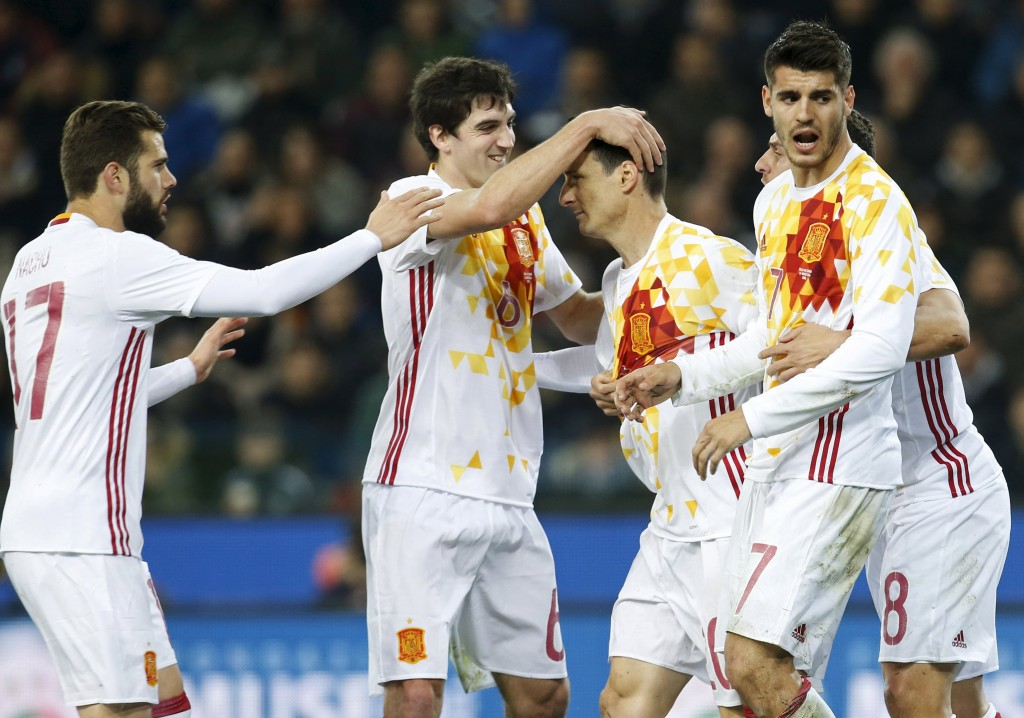 Football soccer - Italy v Spain - International friendly match - Friuli stadium , Udine, Italy - 24/03/16 Spain's Aduriz Zubeldia (3rd L) celebrates with team mates after scoring. REUTERS/Alessandro Garofalo  Picture Supplied by Action Images